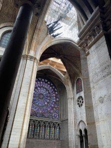 Détail sur l'ouverture intérieure de la Cathédrale de Notre-Dame de Paris