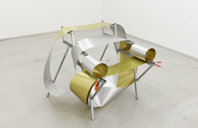 Oeuvre en métal de Gabriel Kuri